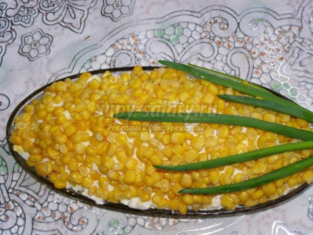 салат с курицей и крабовыми палочками. Кукуруза