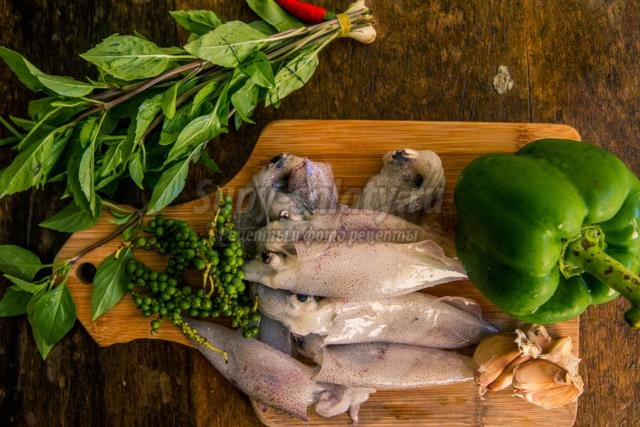 закуска с кальмарами и перцем на Новый год