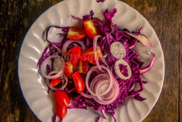 витаминный салат из красной капусты