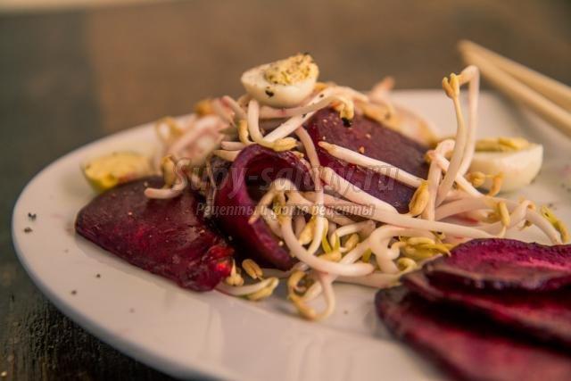 свекольный салат с соевыми ростками