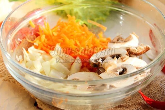 рис с грибами в горшочках