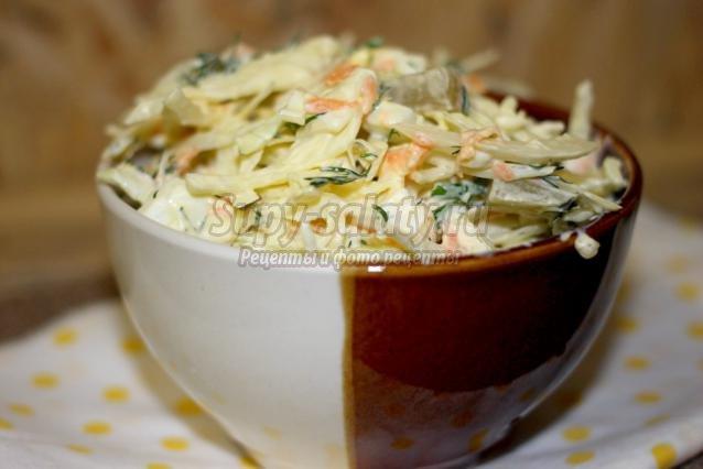 зимний салат и капусты с маринованными огурцами