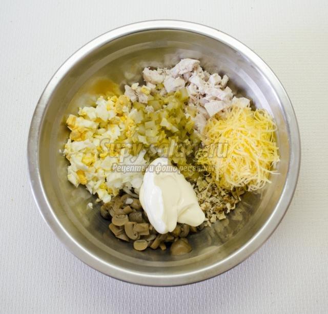 Салат с курицей и ананасом  12 вкусных салатов с