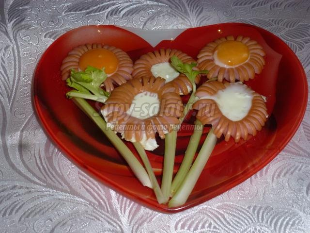 завтрак ко Дню Валентина яичница Букет