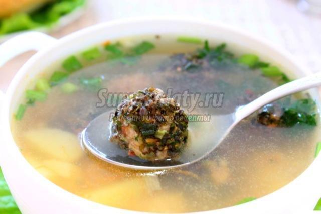 суп с фрикадельками в пряных травах