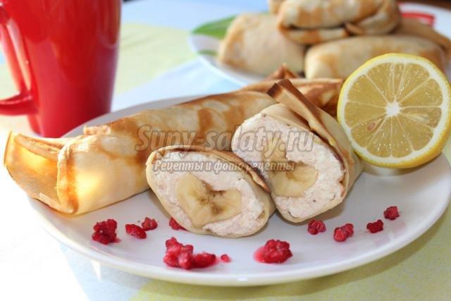 лимонно-ванильные блинчики с творогом и бананом