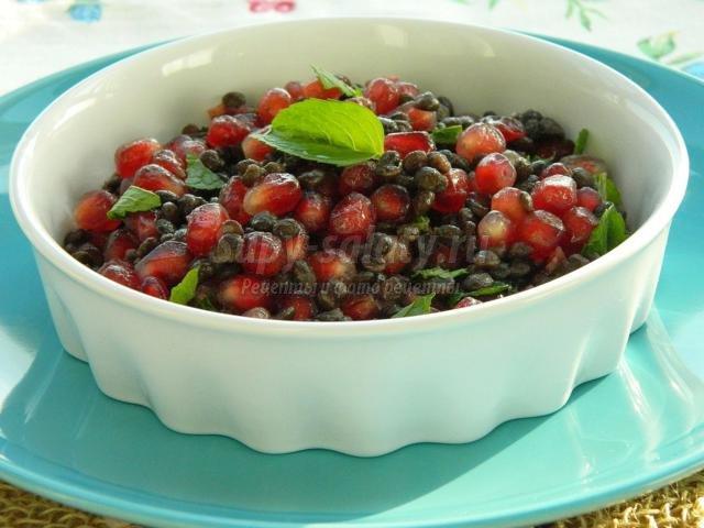 салат из черной чечевицы и зерен граната