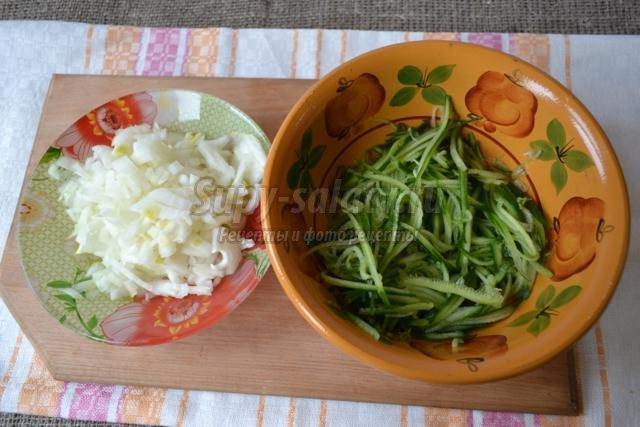 Салат из консервы и сыра пошаговое с