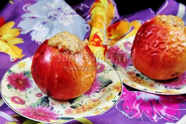 печеные яблоки с медом, бананом и кедровыми орешками