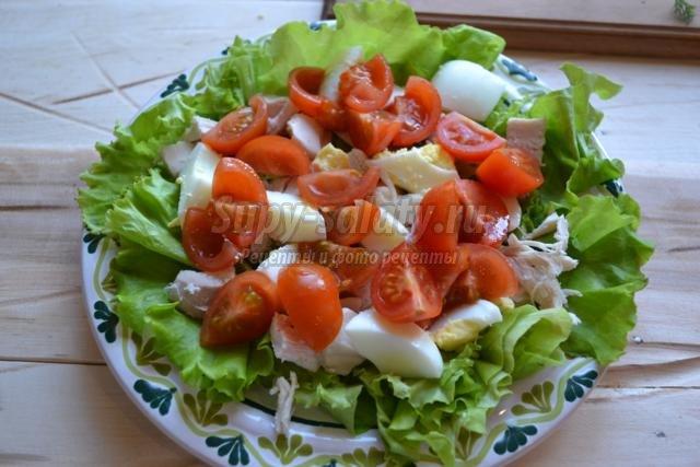салат с курицей и сухариками. А-ля Цезарь