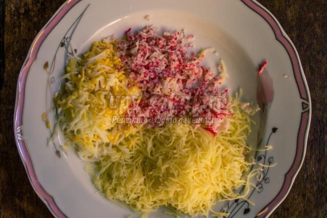 закуска из крабовых палочек и сыра. Рафаэлло