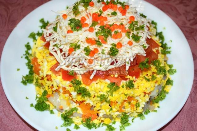 слоеный салат с сельдью к 8 Марта
