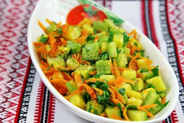 постные тушёные кабачки с морковью, чесноком и зеленью петрушки