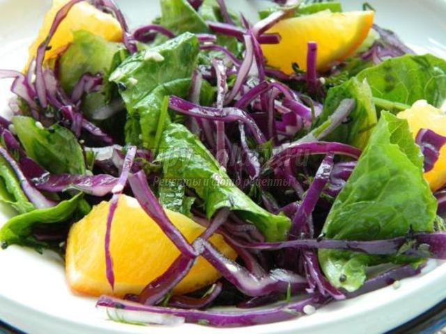постный салат из капусты с кунжутом в апельсиновой заправке