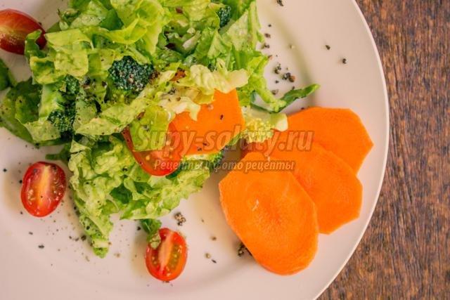 диетический салат с двумя видами капусты