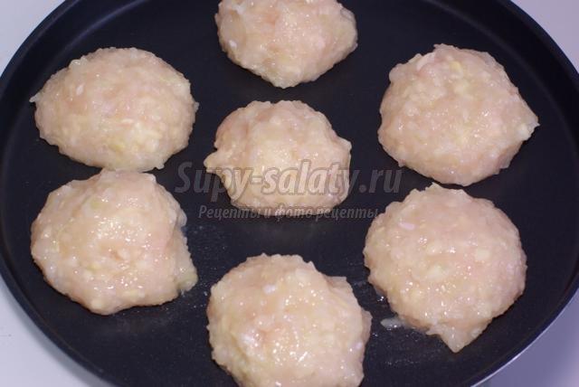 диетические куриные тефтели под молочным соусом