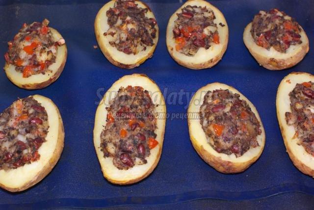 картофель, фаршированный грибами, фасолью и помидорами черри