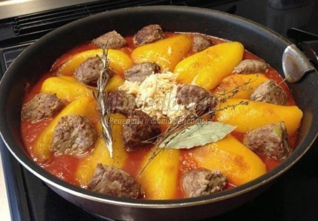 тефтели со сладким перцем в томатном соусе