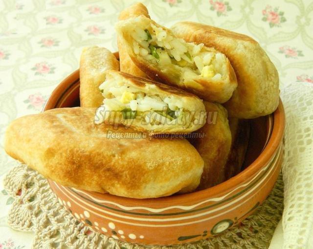 пирожки на пиве с рисом и луком и яйцами