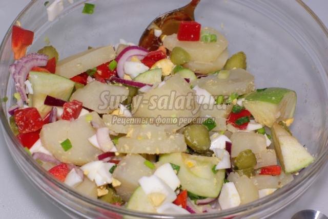 картофельный салат с овощами и яйцами. Баварский