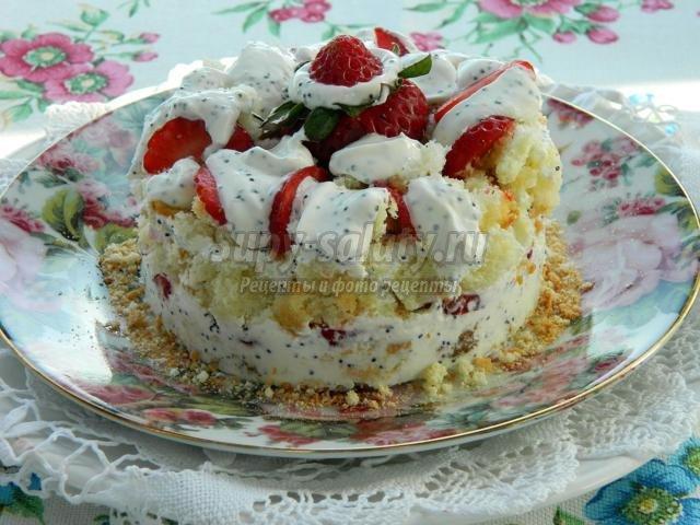 Клубничный десерт с бисквитом