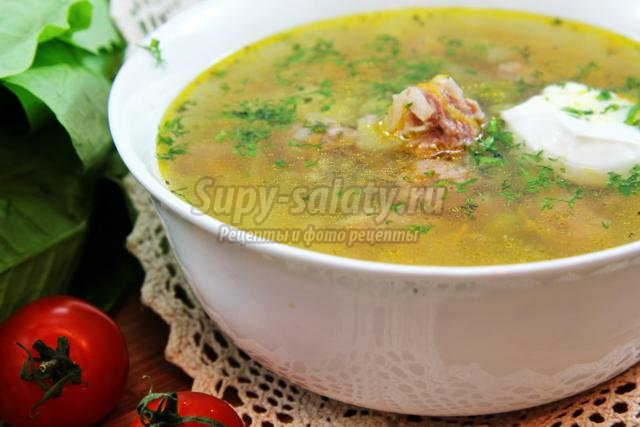суп с фрикадельками, зеленым горошком и кускусом в мультиварке