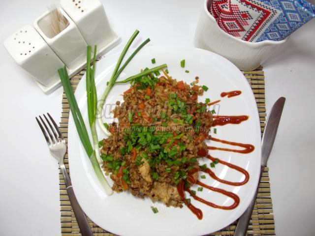 плов из гречки и риса с курицей