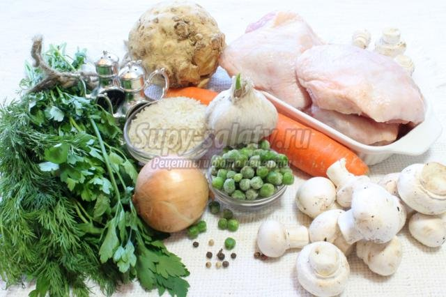 куриный бульон с шампиньонами и зеленым горошком