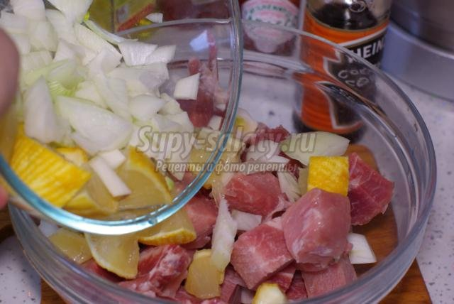 шашлык из свинины с соусом Табаско