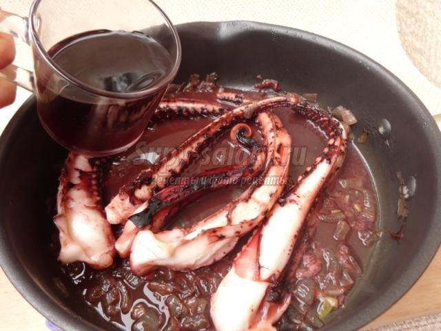 осьминог в томатном соке