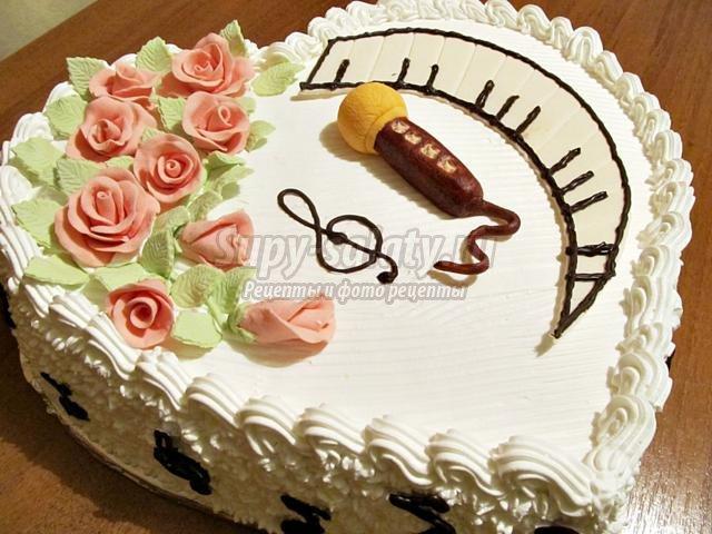 торт с микрофоном и клавишами для музыканта