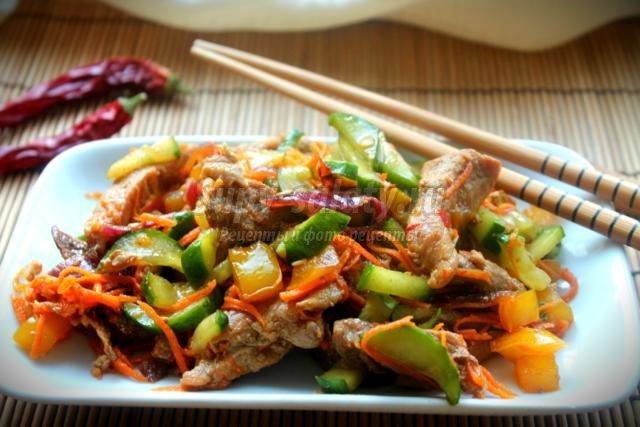 корейская кухня. Кимчи из огурцов
