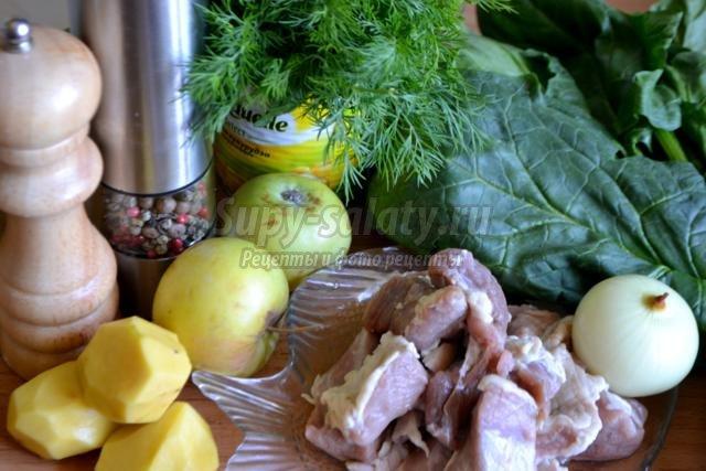 зелёный борщ со шпинатом и яблоком