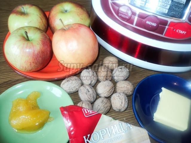 печеные яблоки с орехами и корицей в мультиварке