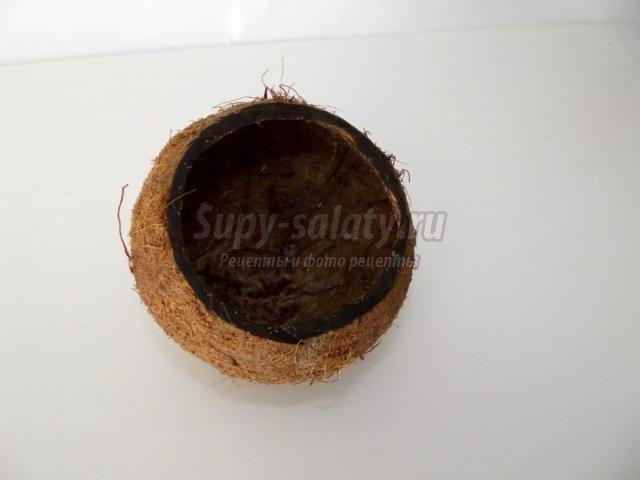 алкогольный коктейль в кокосе. Тропикано кофе