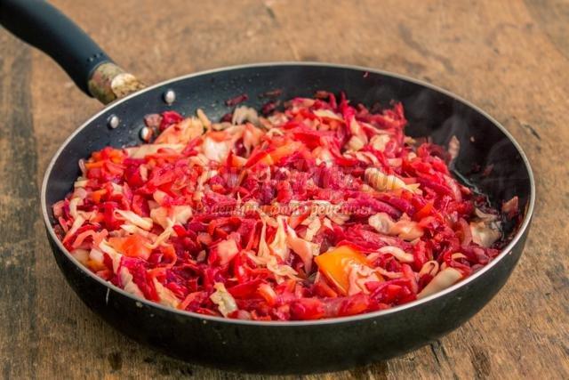 красный борщ с сельдереем и имбирем