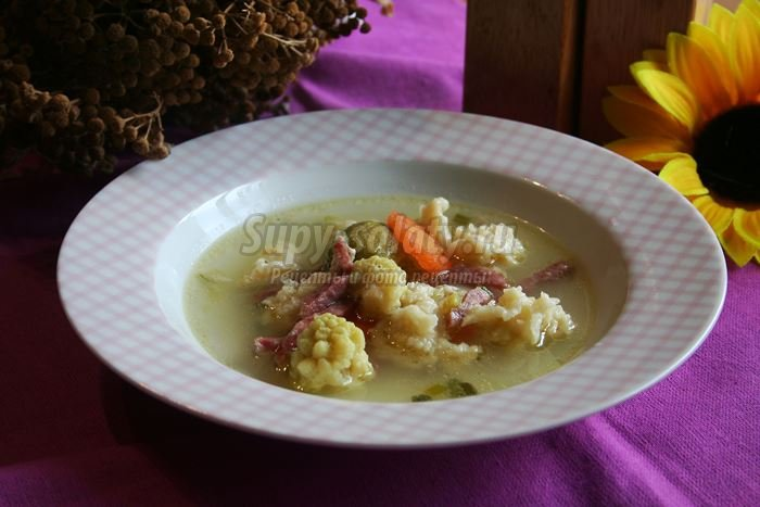 Легкий суп с овощами и клецками