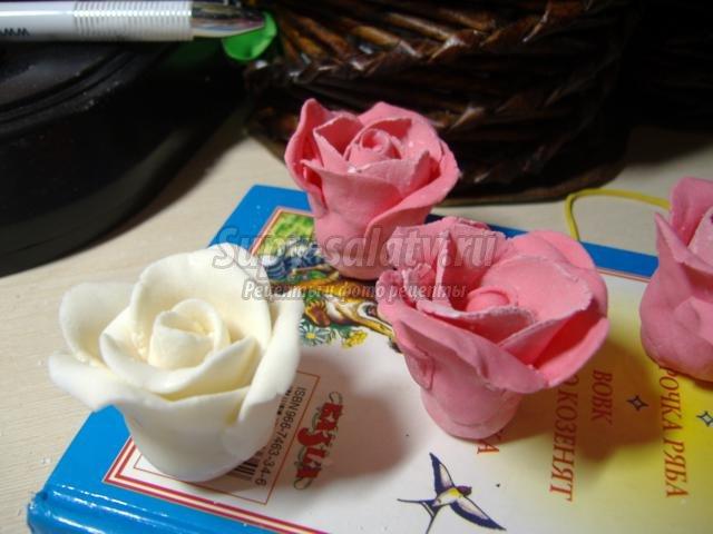 торт с мастикой. Розы в шелке