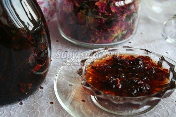 Как приготовить варенье из чайных роз
