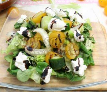 салат с черри и мягким сыром