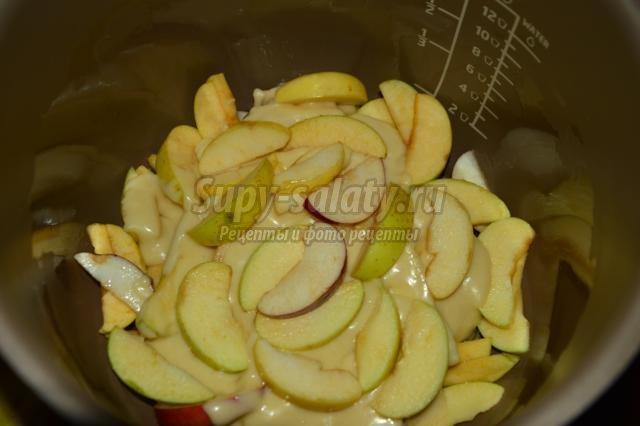 шарлотка из сметанного теста с яблоками в мультиварке