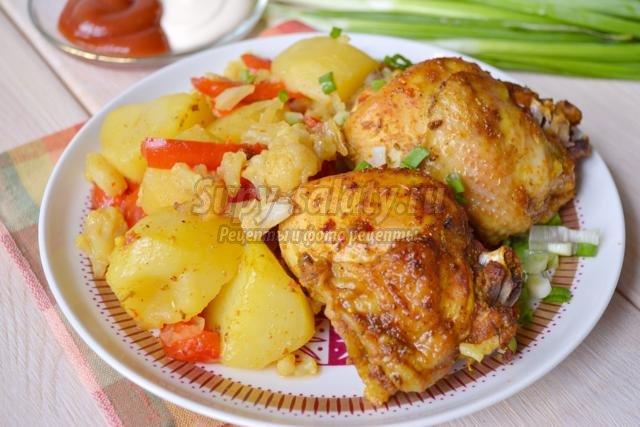 острая курица с овощами в духовке