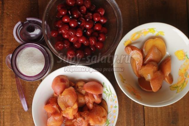 компот из персиков, абрикос и вишен