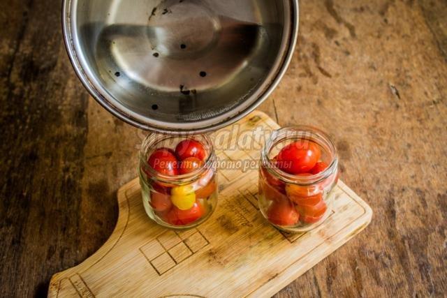 помидоры, маринованные с луком