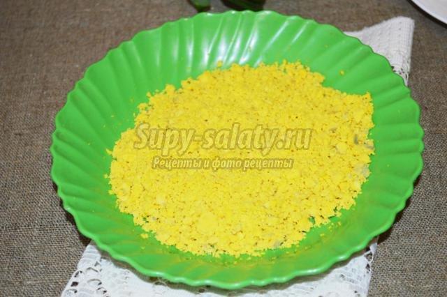 салат с крабовыми палочками и рисом. Ландыш