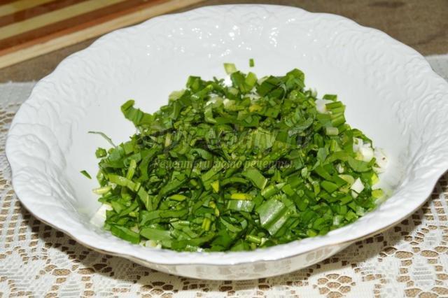 салат с черемшой и зеленым луком