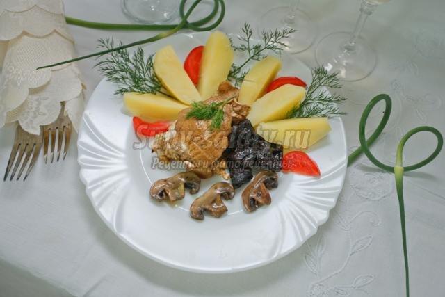 куриная грудка с черносливом и грибами