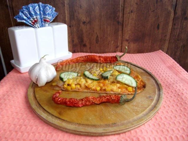 пицца с кукурузой и курицей на дрожжевом тонком тесте