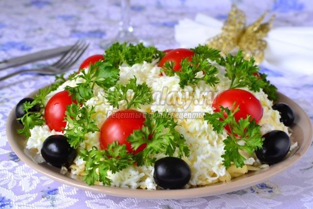 салат с курицей, шампиньонами и сыром. Италия