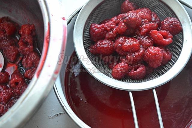 красная смородина в малиновом сиропе